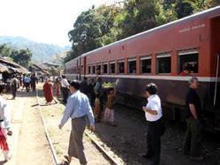 Burma-Inle-train