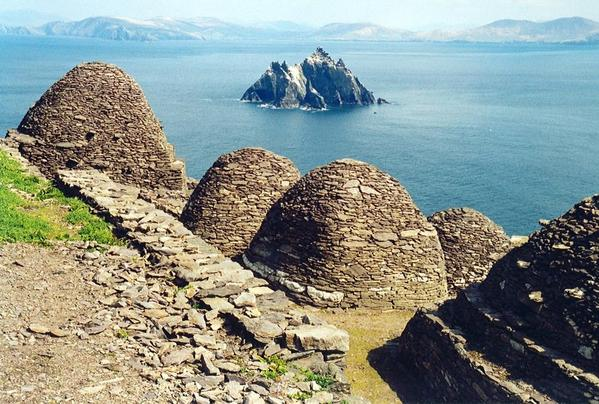 Skellig Michael, beehive cells and Small Skellig. Courtesy of Arian Zwegers, Wikimedia