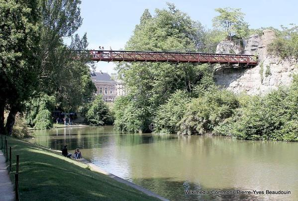 1-Suspension Bridge in Parc des Buttes-Chaumont