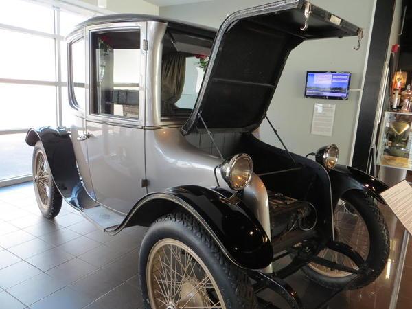 Tampa Bay Automobile Museum 2013 124 USA 1922 Milburn Light