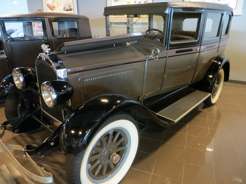 Tampa Bay Automobile Museum: 3) cars from the USA and UK