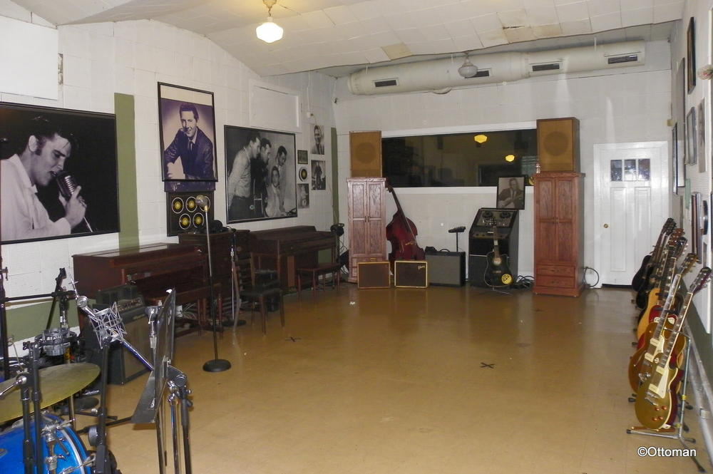 Sun studio memphis tennessee the house sam phillips for Recording studio flooring