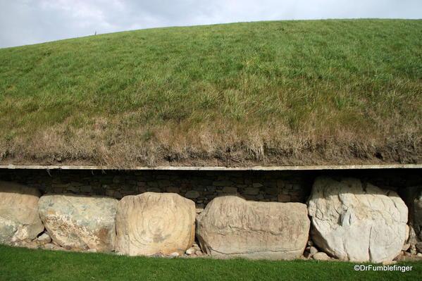 Kerbstones, Knowth