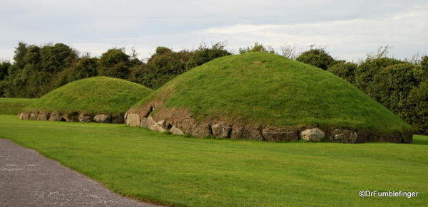 Smaller burial mounds, Knowth