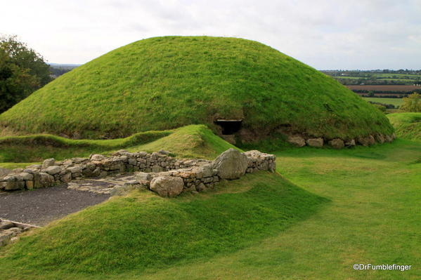 Smaller burial mound, Knowth
