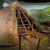 Brú na Bóinne Visitor Center: Primitive village display