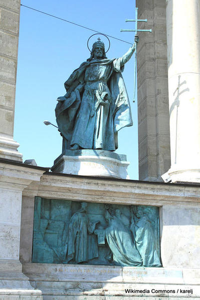 682px-Budapest_Heroes_square_Szent_István