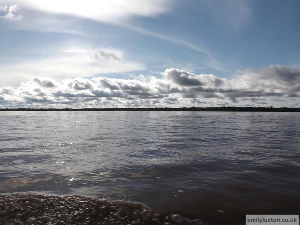 Amazon River [1)