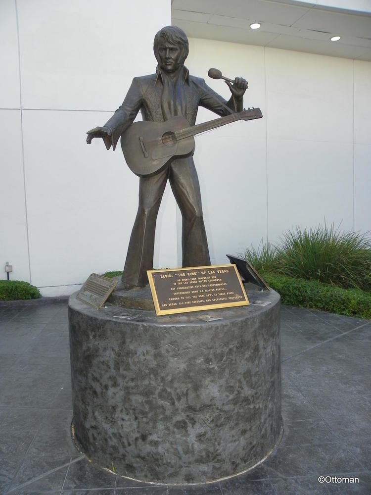 Elvis garden statue garden ftempo for Garden statues las vegas nv
