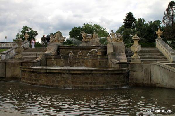 Cesky Krumlov. Castle Garden, fountain