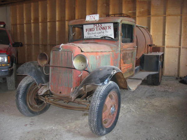 17 Fire-1933-Ford-1