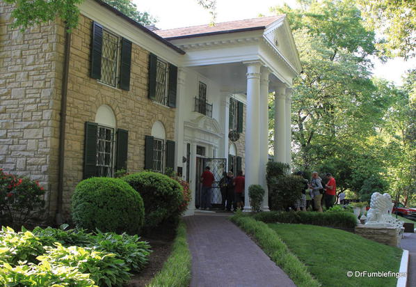 Crowd entering front doors of Graceland