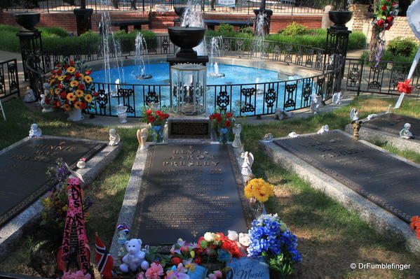 Graceland's Meditation garden. Elvis and his parents' graves
