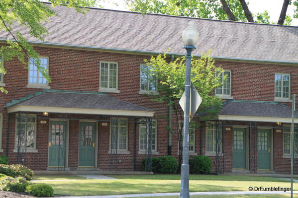 Memphis --Lauderdale Courts. he first place Elvis and his family lived after moving to Memphis from Tupelo