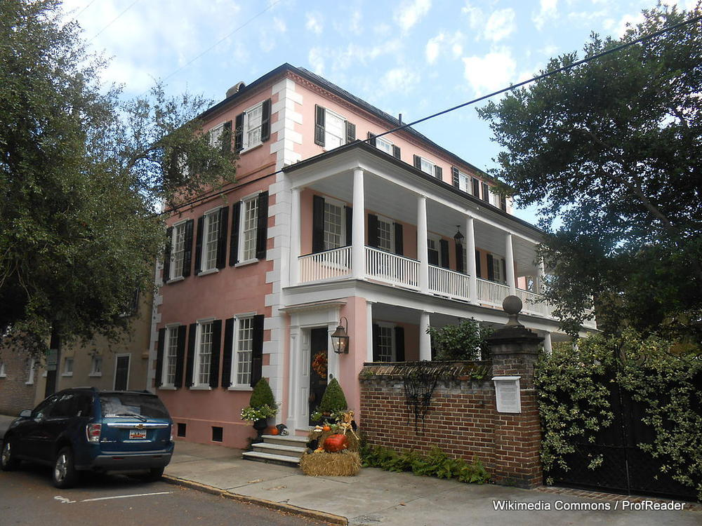 Charleston and its single houses where gumbo was 79 for Charleston single house