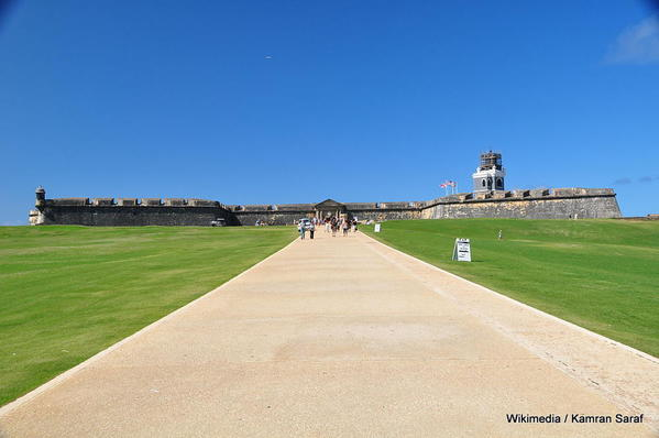 1024px-El_morro_from_front