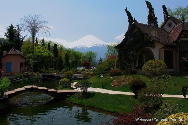 1024px-Mt.Fuji_from_the_forest_of_music_box_on_Kawaguchiko_lake_(3494983349)