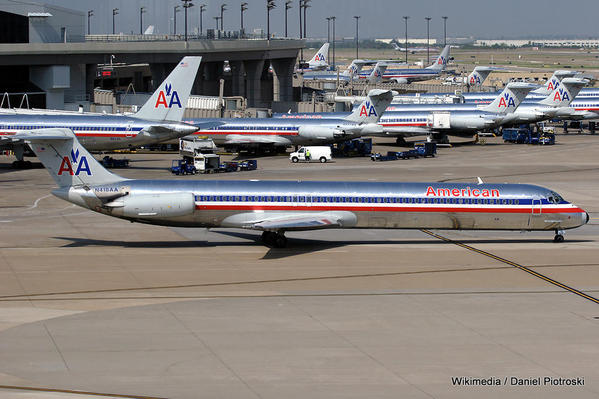 American_Airlines_at_Dallas.jpg Daniel Piotrowski-001
