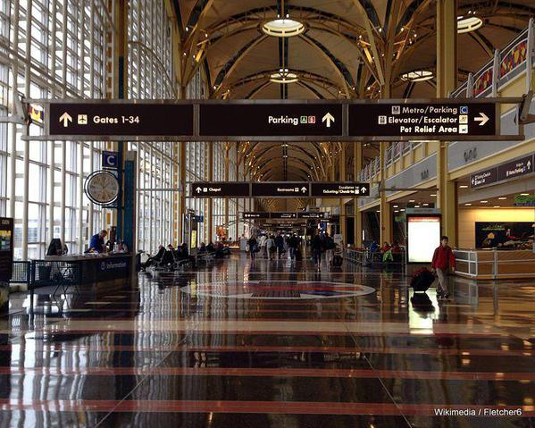 Ronald_Reagan_National_Airport_Concourse_.jpg Fletcher6-001