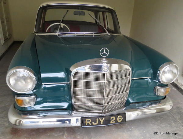 1966 Mercedes 200 (2)