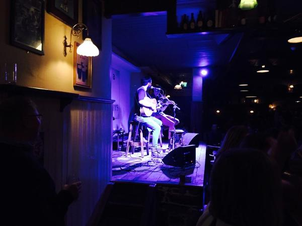 Live music on the pub crawl
