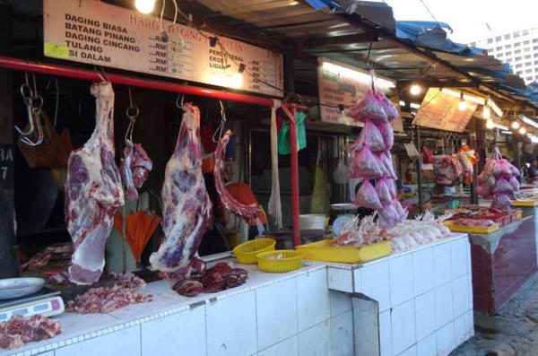 05 local-meat-is-most-popular-and-almost-double-price-than-the-imported-farmers-market-in-jalan-raja-alang-kl-malaysia-food-tour-in-kuala-lumpur-malaysia-e1456941393312