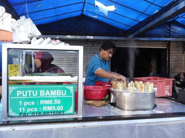 06 ok-i-lied-we-did-have-a-snack-at-the-farmers-market-food-tour-in-kuala-lumpur-malaysia