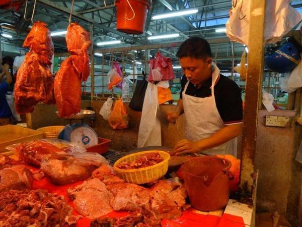 08 butcher-at-farmers-market-in-jalan-raja-alang-kl-malaysia-food-tour-in-kuala-lumpur-malaysia