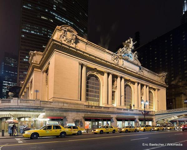 1024px-Image-Grand_central_Station_Outside_Night_2