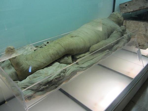 Museo_Egizio_Mummy-