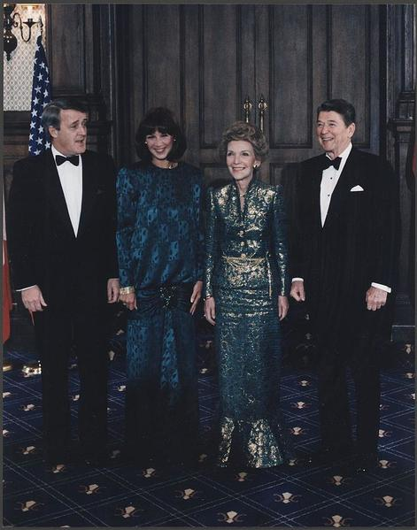 800px-Photograph_of_The_Reagans_and_Mulroneys_in_Quebec,_Canada_-_NARA_-_198561