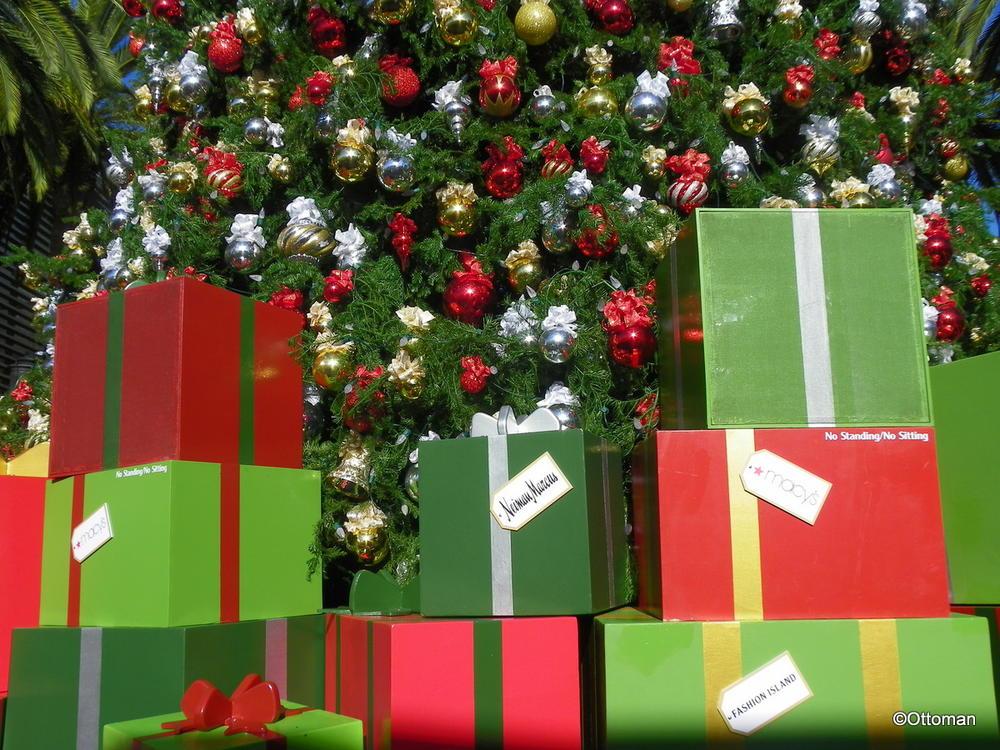 Island Christmas Tree.Dec 22 2016 Christmas Tree Fashion Island Newport Beach