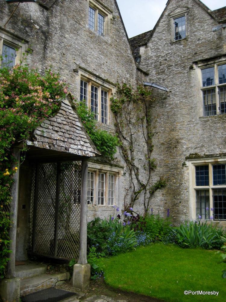 William morris at home kelmscott manor travelgumbo for Morris home