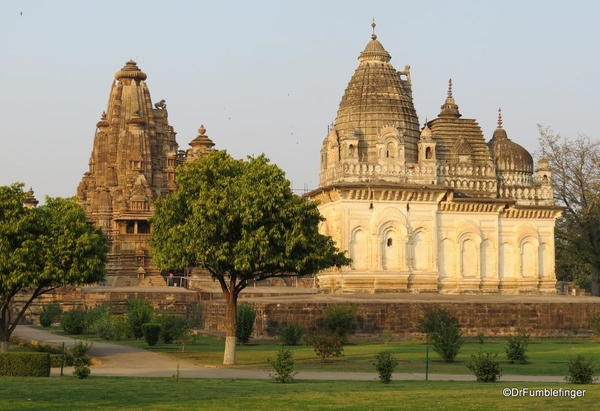 02 Khajuraho temples and town (71)