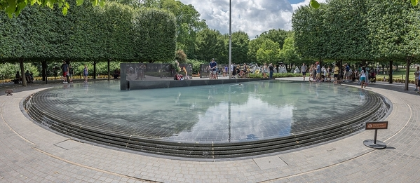 1280px-Korean_War_Veterans_Memorial_Pool_of_Remembrance,_July_2017_01