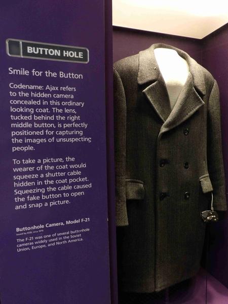 Button Hole Camera Coat