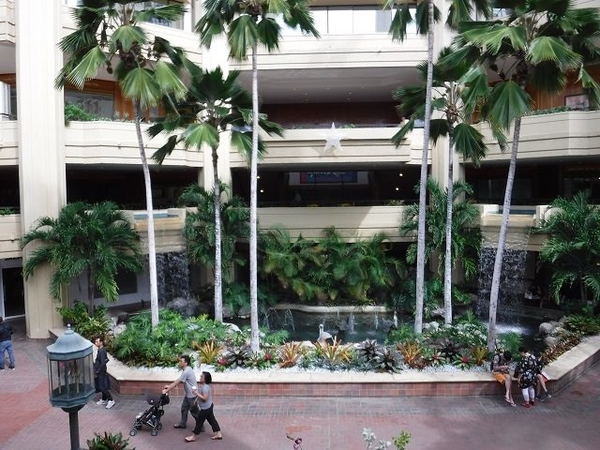 Hyatt-Regency-Waikiki-Atrium