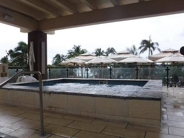 Hyatt-Regency-Waikiki-Hot-Tub
