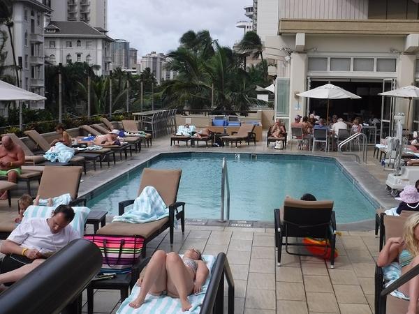 Hyatt-Regency-Waikiki-Pool