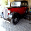 Colombo's Fort District, old Morris car