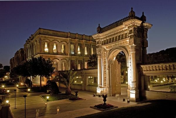 Ciragan Palace Kempisnki Istanbul (10)