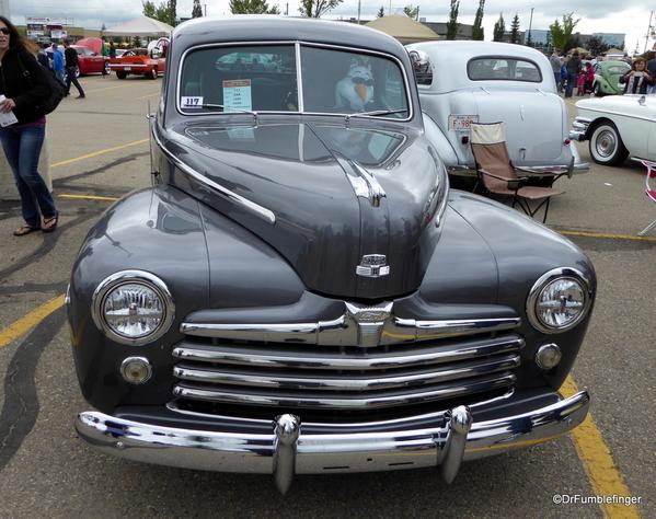 01 1948 Ford Tudor Super Deluxe