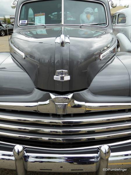 02 1948 Ford Tudor Super Deluxe