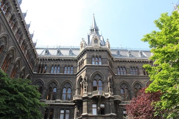 Rathaus-Outside1