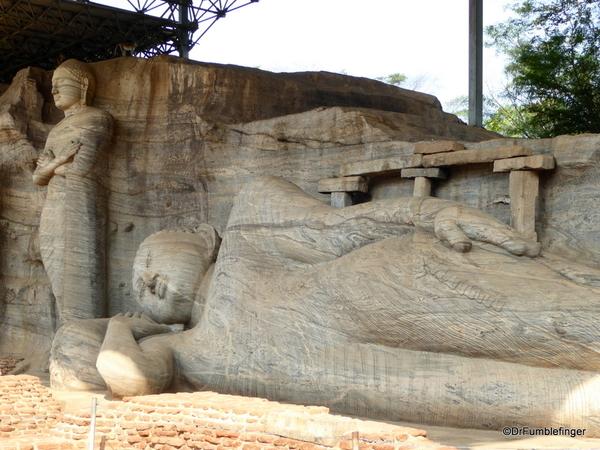 10 Gal Viharaya in Polonnaruwa (1)