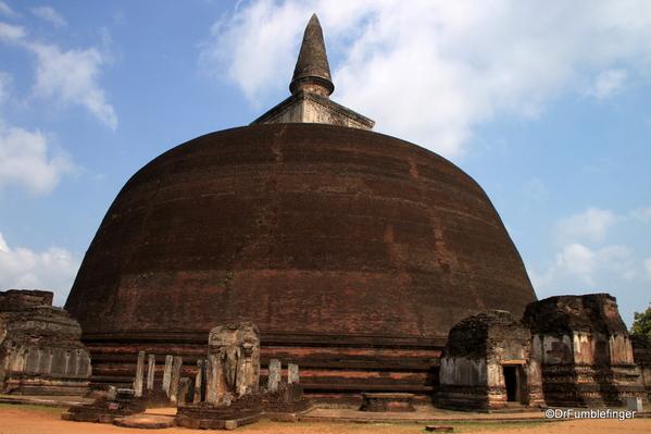 11 Rankot Vehera in Polonnaruwa (3)