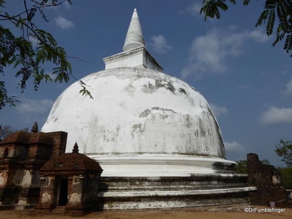 14 Kiri Vehera in Polonnaruwa (2)