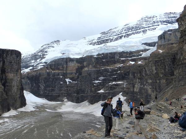 Plain of Six Glaciers 04