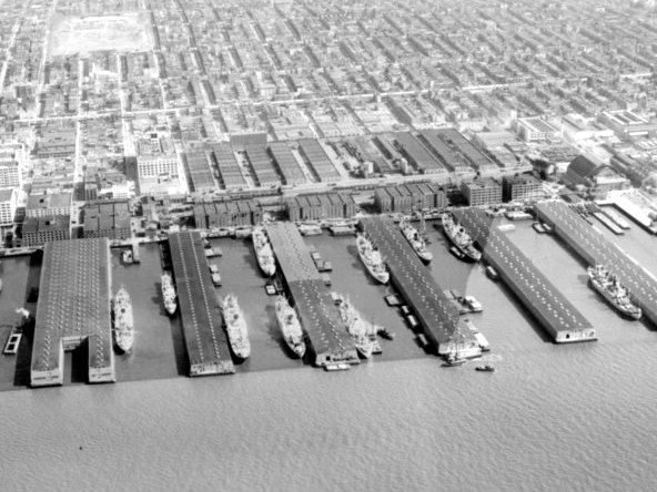 AERIAL_VIEW_OF_TERMINAL,_LOOKING_SOUTHEAST_Figure_3_in_Frederic_R._Harris,_Inc.,_Report_on_Piers_and_Industrial_Property_of_the_Bush_Terminal_Company._-_Bush_Terminal_Company,_HAER_NY,24-BROK,54-3.tif
