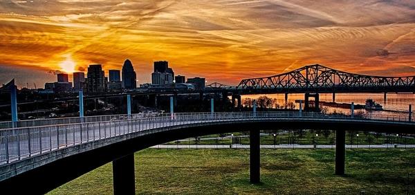 Big Four Bridge Sunset Over Louisville_Nick Roberts, www.SpeedDemon2.com_014 (2) (1)